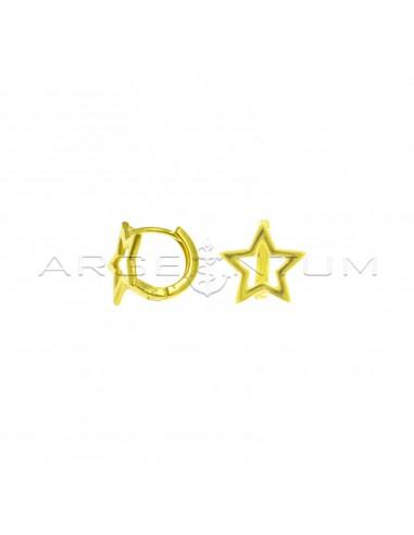 Orecchini cerchio a canna quadrata con sagoma stella e chiusura a scattino placcati oro giallo in argento 925